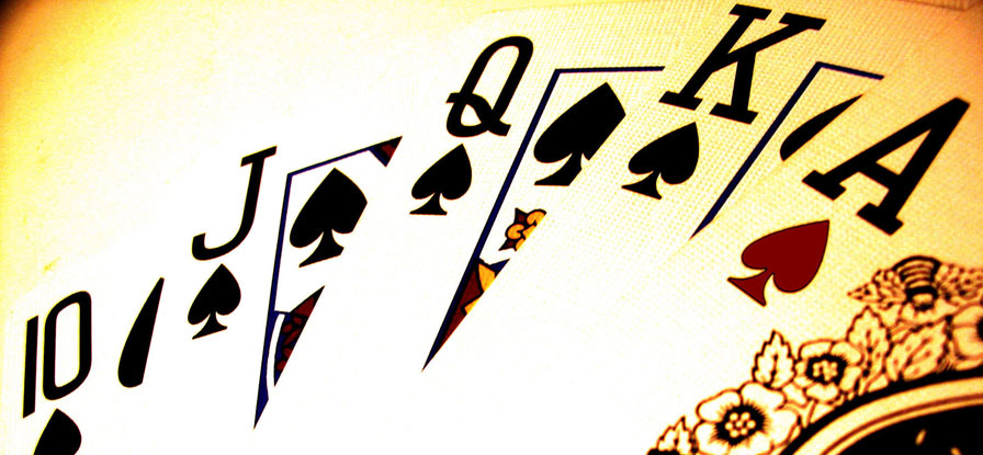 How to play Texas holdem against varying strategies.